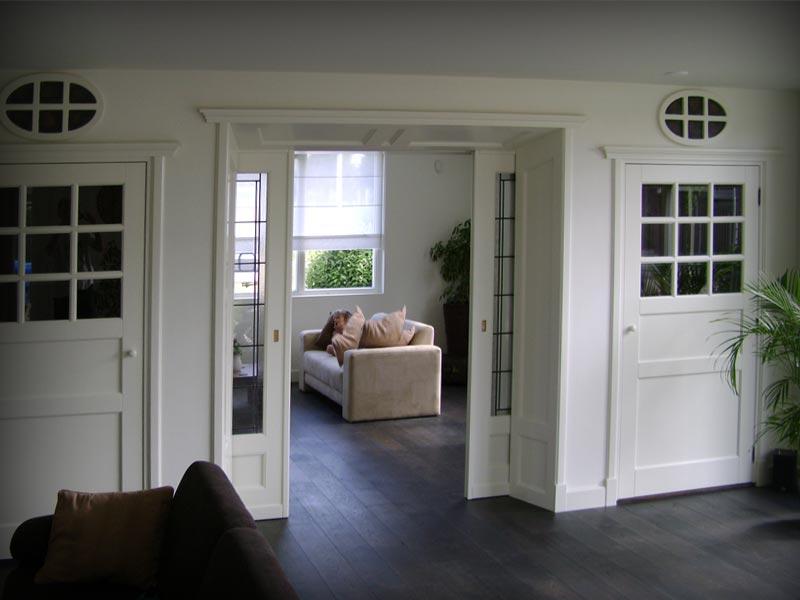 Kamer en suite met glas in lood nr mammoet oude bouwmaterialen